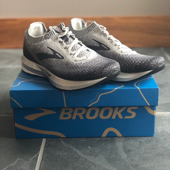 3c1bc48cb6d  NWT  Women s Brooks Levitate 2 - Running Shoes